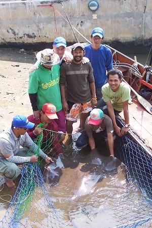Giant freshwater stingray fishing with Nat Geo Thailand