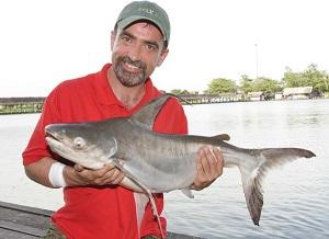 The Anglers Mails Ian Welch fishing Bungsamran Lake Bangkok