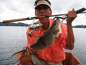 Fishing holidays at Srinakarin Dam Thailand