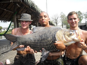 carp fishing Bangkok Bungsamran Lake - 15 09 2009  The second day of a three day carp fishing trip for Matt, Stephen and Ashley in Thailand saw the UK carp fishermen once again fishing at Bungsamran Lake